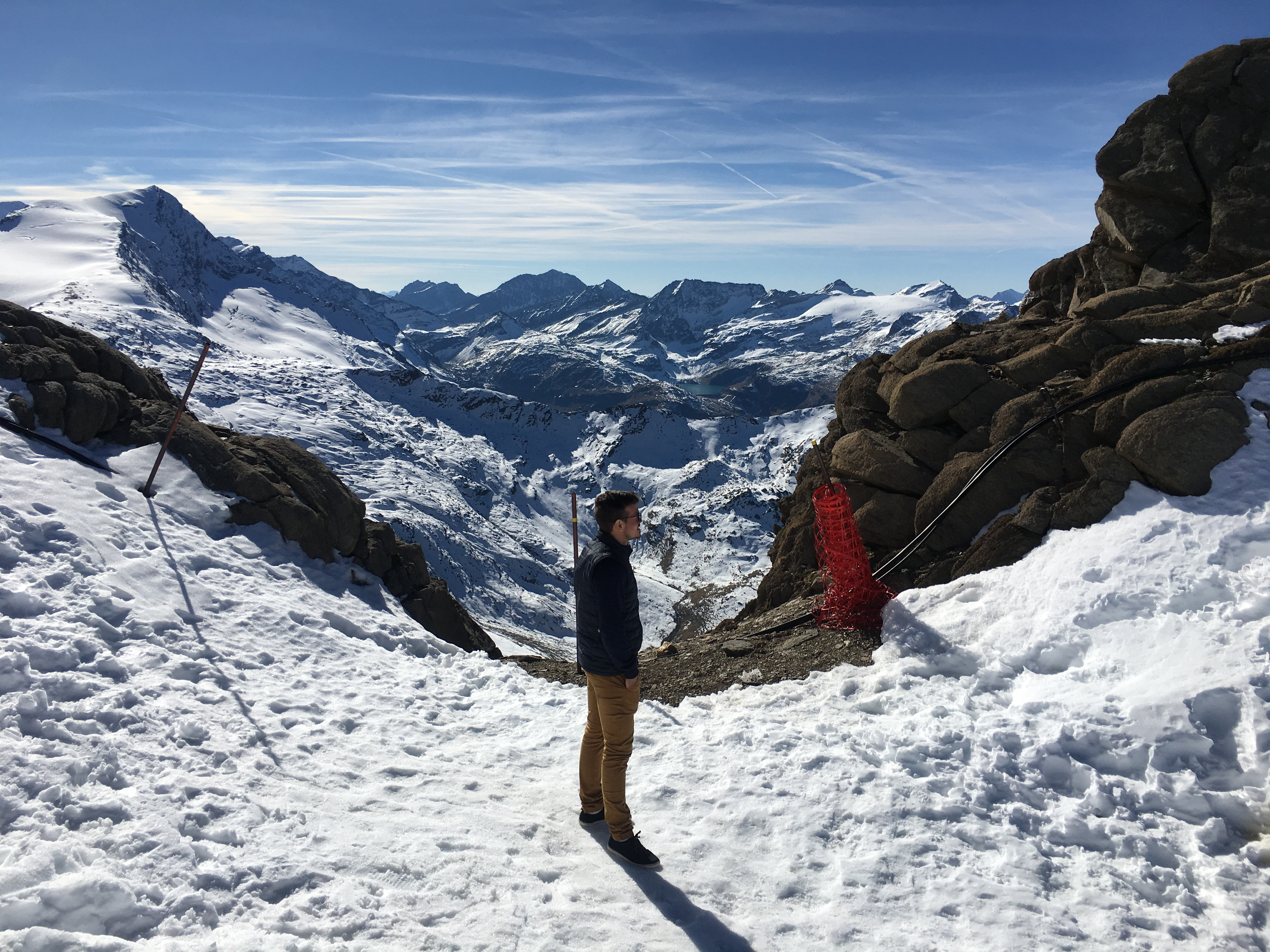 Aussicht in verschneite Berge